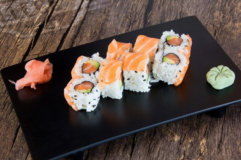 047 MAKI CALIFORNIA ARC-EN-CIEL SAUMON AVOCAT