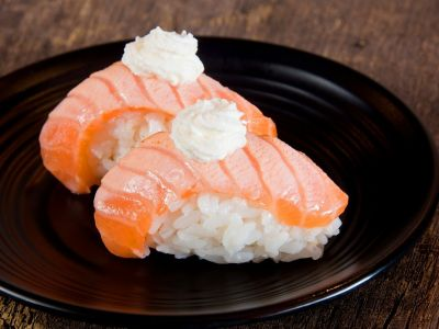 83 SUSHI SAUMON SNACKE FROMAGE